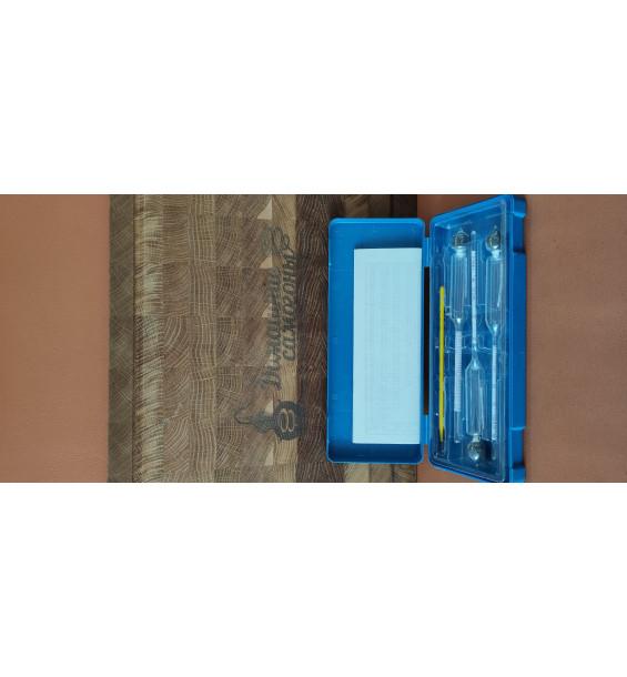 Набор профессиональных ареометров и термометра спиртового. В пластиковом контейнере.